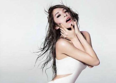 网曝萧亚轩已搬离和小16岁男友爱巢?已离开伤心地